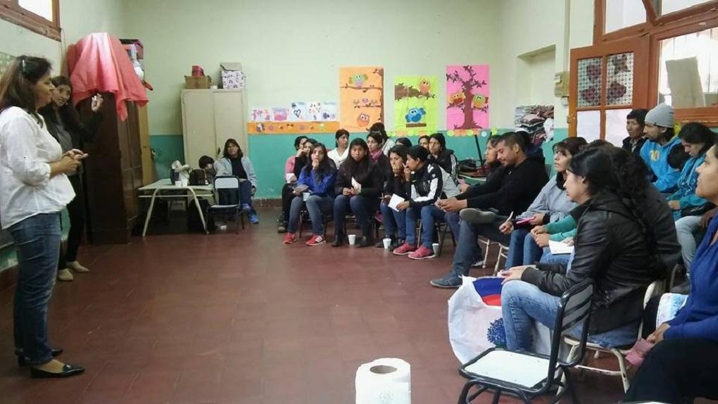 Continúan los talleres de la Escuela de Crianza.
